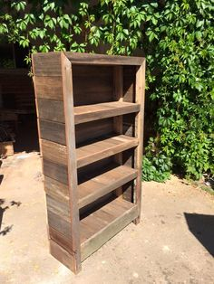 Collect some pallets and build this DIY rustic pallet bookshelf, which is our today's sharing! There are number of shelving levels inside to put all your (pallet bookshelf diy)