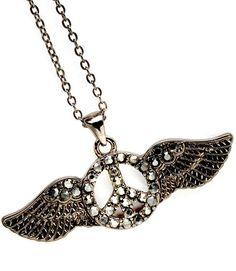 Hippe dames ketting Angel Wings voorzien van hanger met daaraan twee vleugels en een peace teken in het midden, afgewerkt met kleine zirkonia steentjes. Deze ketting heeft een verstelbare lengte.    http://www.lookinggoodtoday.com/sieraden/kettingen