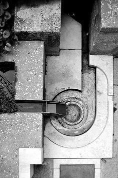 Carlo Scarpa fundamental ideas in his work regarding light, colour and material that are the basis of architecture itself. Carlo Scarpa, Architecture Design, Art Et Architecture, Infrastructure Architecture, Pool Water Features, Landscape Design, Garden Design, Famous Architects, Built Environment
