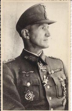 ✠ Friedrich-Jobst Volckammer von Kirchensittenbach (16 April 1894 – 3 April 1989 RK 26.03.1944 Genlt Kdr 8. Jäg.Div