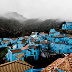 JUZCAR-- Malaga--- El  puebloi de los Pitufos