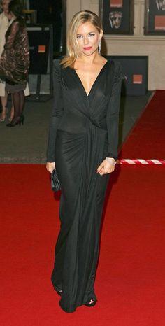 Siena Miller con vestido largo negro