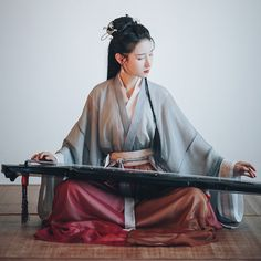 Casual women's hanfu suit design for playing Guqin and ancient music. Hanfu, Fashion Brenda, Ancient Music, Silk Chiffon Fabric, Chinese Clothing, Character Portraits, Art Reference Poses, Chinese Culture, Model Pictures