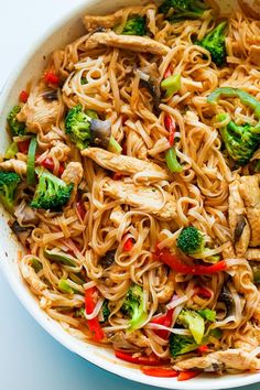 Chicken Stir Fry with Rice Noodles is an easy and delicious weeknight meal loaded with healthy ingredients. A one-pan, 30 minute chicken stir fry recipe. (recipes with chicken stir fry) Healthy Chicken Recipes, Asian Recipes, Cooking Recipes, Healthy Noodle Recipes, Recipe Chicken, Healthy Cooking, Healthy Chicken Stir Fry, Eat Healthy, Weeknight Recipes