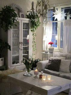 valkoinen sisustus,olohuone,maalaisromanttinen Shabby Home, Shabby Chic, Home Interior Design, Interior Decorating, Swedish Style, Cozy Cottage, Home Living Room, Sweet Home, House Design