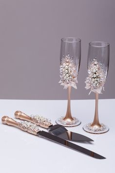 Wedding glasses and cake server set pearl by WeddingArtGallery