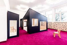 Kindergarden in Chroscice / PORT - Aula de Jardín de Infantes Kindergarden in Chroscice / PORT Kindergarden in Chroscice / PORT, Orange Rooms, Purple Rooms, Green Rooms, Kindergarten Interior, Kindergarten Design, Interior Architecture, Interior Design, Education Architecture, Playroom Furniture