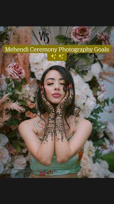 Mehendi Photography, Indian Wedding Photography Poses, Bride Photography, Couple Photography Poses, Bridal Poses, Pre Wedding Photoshoot, Wedding Poses, Indian Photoshoot, Wedding Dance Video