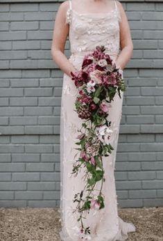 свадебные букеты для невесты фото и цены Love Me Do, Flower Studio, Cascade Bouquet, Wedding Colors, Wedding Flowers, Mac, Fiestas, Events, Color Scheme Wedding