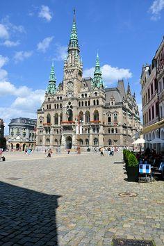 Das Rathaus von Liberec in Tschechien (Nordböhmen) ... Beautiful Places In The World, Most Beautiful, Different Countries, Czech Republic, Architecture Details, Prague, Mansions, Live, House Styles