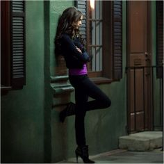 Katherine Pierce (love her outfit) Vampire Diaries Fashion, Vampire Diaries The Originals, Elena Gilbert, Nina Dobrev, Katherine Pierce Outfits, Katharina Petrova, The Vampires Diaries, Kathrine Pierce, Lying Game