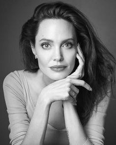 """le-jolie: """"""""Angelina Jolie photographed by Gavin Bond - 2017 (Credit) """" """" Angelina Joile, Angelina Jolie Style, Brad Pitt And Angelina Jolie, Jolie Pitt, Le Jolie, Business Portrait, Corporate Portrait, Poses Headshot, Portrait Poses"""