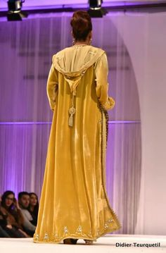 Not in yellow, of course. Morrocan Kaftan, Moroccan Dress, Modest Fashion, Hijab Fashion, Fashion Outfits, Arabian Costume, Kaftan Designs, Oriental Fashion, Mode Hijab