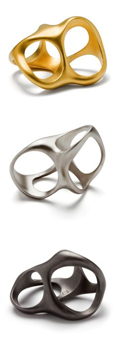 3-in-one rings in goldplated-, matt and oxydized silver. Designed by Emquies-Holstein