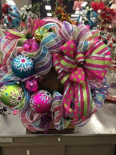 How To Make Wreaths, Crafts To Make, Fun Crafts, Christmas Goodies, Christmas Ideas, Christmas Crafts, Christmas Mesh Wreaths, Wreath Making, Holiday Tables