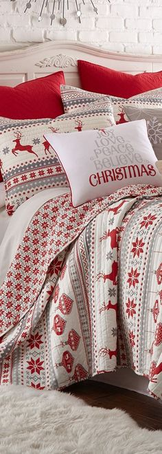 Nordic Swedish Traditional Bedroom Bed Decorating Ideas for the Christmas holidays. Go all out with the r Nordic Swedish Traditional Bedroom Bed Decorating Ideas for the Christmas holidays. Go all out with the red and white theme! Scandinavian Style, Christmas Bedding, Christmas Interiors, Noel Christmas, Country Christmas, Romantic Bedroom Decor, Traditional Bedroom, Traditional Homes, Traditional Kitchens