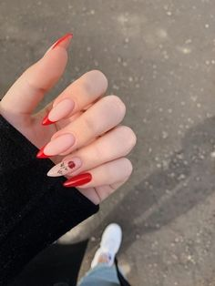 Discovered by Anna Torres🌈🌿. Find images and videos about art, flowers and nails on We Heart It - the app to get lost in what you love. Edgy Nails, Aycrlic Nails, Grunge Nails, Stylish Nails, Swag Nails, Coffin Nails, Almond Acrylic Nails, Best Acrylic Nails, Almond Nails