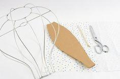Materiais utilizados no passo a passo de patch décor: • 1 armação de arame para lustre em forma de balão fechado • 1 m de tecido master p...