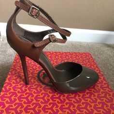 TORY BURCH Lolita 115mm Pump Patent Leather Lan Grey/Almond: Color 023. Size 8. Style Number: 22128665. NWT. Make an offer and I'll consider it! Tory Burch Shoes