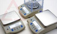 Cân điện tử phân tích Vibra model AJ có khả năng cân từ 300g - 3kg.  -   Khung làm bằng hợp kim, mặt bàn cân làm bằng Inox.  -   Chân đế có thể di chuyển, thiết kế vững chắc.  -   Chính xác cao( độ phân giải:1/30.000)  -   Màn hình hiển thị LCD  số đen rõ dễ đọc.  -   Chức năng tự kiểm tra pin, tự động sáng đèn LED  -   Tự động tắt nguồn.  -   Cổng giao tiếp RS-232( Lựa chọn).   -   Phím chuyển đổi đơn vị kg/lb/Pcs/g/tl.( đơn vị vàng)  chi tiết www.canvietnhat.vn