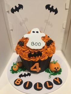 Halloween Giant cupcake Big Cupcake, Giant Cupcake Cakes, Halloween Cupcakes, Birthday Cake, Holiday, Desserts, Food, Ideas, Tailgate Desserts