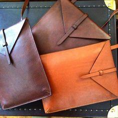 44 отметок «Нравится», 2 комментариев — Neil MacGregor (@neil_macgregor) в Instagram: «I-Pad covers / carriers #leatherwork #veg-tan leathers#hand stitched#MacGregor & Michael»