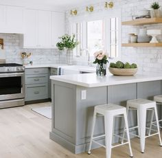 10 Endless Tips: Small Kitchen Remodel No Window oak kitchen remodel builder grade.Kitchen Remodel Tile Layout simple kitchen remodel home.Small Kitchen Remodel No Window. Living Room Kitchen, New Kitchen, Kitchen Decor, Living Rooms, Apartment Kitchen, Kitchen Grey, U Shape Kitchen, Kitchen Small, Ranch Kitchen
