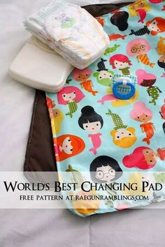 Sewing Projects For Baby Free changing pad pattern. Easy sewing project - Rae Gun Ramblings - Don't settle for a bulky changing pad. Use this free pattern and baby changing pad tutorial to make a washable simple changing pad. Baby Sewing Projects, Sewing Projects For Beginners, Sewing Hacks, Sewing Crafts, Baby Sewing Tutorials, Sewing Ideas, Love Sewing, Sewing For Kids, Baby Pattern