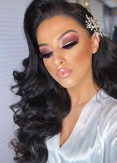 25 Extraordinary Wedding Hairstyles Ideas For Brides 2020 – InspireandIdeas Fancy Makeup, Formal Makeup, Sexy Makeup, Gorgeous Makeup, Bridal Hair Down, Bridal Hair And Makeup, Hair Makeup, 1940s Hairstyles, Pretty Hairstyles
