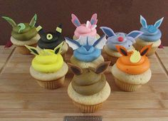 eeveelution cupcakes!!!! too bad eevee looks like poo