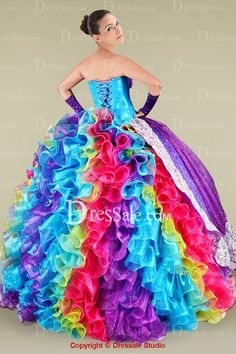 Um........This would TOTALLY be my wedding dress!!!!!!!!!! But modified by my amazing artist friend www.KristinaEKing.com for sure!