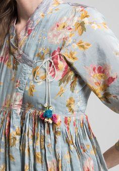 Péro Cotton V-Neck Floral Peasant Dress in Blue Frock Fashion, Indian Fashion Dresses, Indian Designer Outfits, Pakistani Fashion Casual, Fashion Outfits, Dress Neck Designs, Stylish Dress Designs, Blouse Designs, Simple Kurta Designs