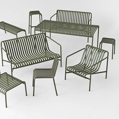 The sleek yet robust Palissade lounge chair is a member of Hay's versatile outdoor furniture collection. Palissade outdoor furniture features a strong, graphic design that consists of simple steel tubes and slats. Outdoor Lounge, Outdoor Seating, Outdoor Chairs, Outdoor Decor, Interior Design Magazine, Dining Arm Chair, Dining Bench, Dining Set, Filigranes Design