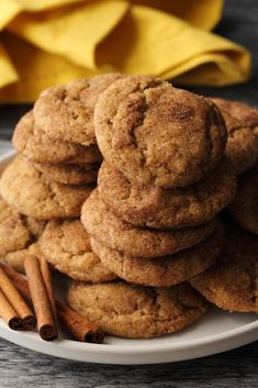 Soft and pillowy vegan snickerdoodles! These puffy and delicious cinnamon-sugary treats are so quick and easy you'll want to whip them up every other day! Vegan Christmas Desserts, Vegan Christmas Cookies, Vegan Desserts, Vegan Foods, Vegan Dishes, Christmas Recipes, Christmas Ideas, Raw Food Recipes, Gourmet Recipes
