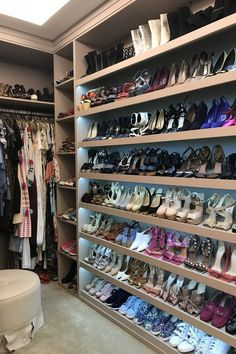 Inside The New Closet Of Mariah Bernardes Inside The New Closet Of Mariah Bernar… - Van Life Wardrobe Room, Wardrobe Design Bedroom, Closet Bedroom, Master Closet, Closet Renovation, Closet Remodel, Walk In Closet Design, Closet Designs, Home Room Design