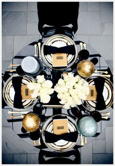 Classic black and gold tablescape for your black tie wedding! | Wedding Decor Inspiration