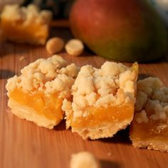 A juicy, fresh mango filling is poured over a crumbly macadamia nut crust and baked into these dessert bars that kids can enjoy on the go! Mango Pie, Mango Desserts, Mango Habanero Salsa, Mango Squares Recipe, Baking Recipes, Snack Recipes, Mango Recipes No Bake, Juice Recipes, Cookies