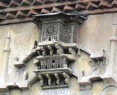 Osmanlı Mimarlarının Canlılara vermiş oldukları önemin bir göstergesi. – (Kuş Evleri / Kuş Sarayları) Osmanlı döneminde özellikle serçe, kumru, güvercin gibi kuşların soğuk kış günlerinde barınması için cami, medrese, türbe, kilise ve sinagogların dış cephesine yapılan ve zarif mimarileriyle göz okşayan kuş evleri …
