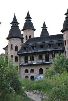 Abandoned castle in Lapalice, Poland by aistekanc, It Fades Away Old Abandoned Buildings, Abandoned Castles, Abandoned Mansions, Old Buildings, Abandoned Places, Beautiful Castles, Beautiful Buildings, Castle Ruins, Haunted Places