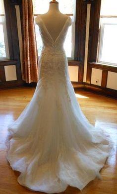 Pronovias SALAMA: buy this dress for a fraction of the salon price on PreOwnedWeddingDresses.com