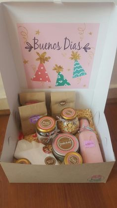 Breakfast sorprise box 31 Ideas for 2019 Breakfast Basket, Breakfast Ideas, Breakfast Recipes, Ideas Para Fiestas, Gift Baskets, Diy And Crafts, Balloons, Birthday Gifts, Birthdays