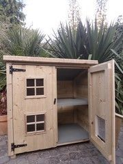 custom handmade Cathouses & catshelters | Luxury Pet Homes Feral Cat Shelter, Feral Cat House, Outdoor Cat Shelter, Outdoor Cat Enclosure, Cat House Diy, Outdoor Cats, Feral Cats, Cat Shelters, Cat House Outdoor