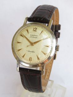 Wide array of design and kinds of females' wrists watches. Vintage Watches For Men, Antique Watches, G Shock Watches Mens, Tissot Mens Watch, Rotary Watches, Gentleman Watch, Automatic Watch, Stylish Men, Pocket Watches