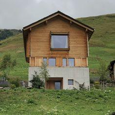 Alpine homes. Peter Zumthor, Leis, Cabin Ideas, Cabana, Switzerland, Minimalist, Homes, House Styles, Building