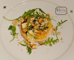French Cuisine by Maxce: Apples, Roquefort and walnuts toast