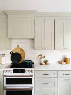 Evergreen House: Kitchen Reveal - Juniper Home knobs--wood matching on top, black and gold on bottom Country Look, Country Decor, New Kitchen, Kitchen Decor, Kitchen Interior, Kitchen Ideas, Sage Green Kitchen, Evergreen House, Leather Stool