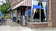Sky Blue   home-Established in 2010,Sky Blue Cafe is located in the historic Edgefield neighborhood of East Nashville.We proudly serve local brands:all of our coffee comes from Drew's Brews,and our bagels are made right down the street at Bagel Face Bakery.