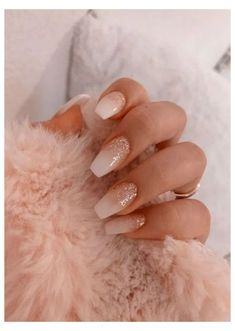 Semi-permanent varnish, false nails, patches: which manicure to choose? - My Nails Glittery Nails, Pink Nails, Gel Nails, Coffin Nails, Nail Polish, Pink Nail Designs, Acrylic Nail Designs, Nails Design, Cute Nails