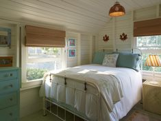 Cottage Design, Pictures, Remodel, Decor and Ideas - page 17.    What a perfect little room. <3