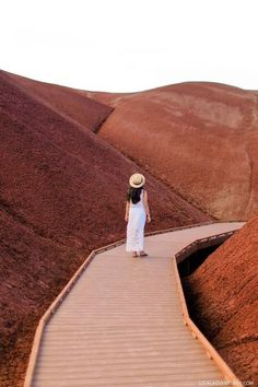 The Ultimate Guide to the Painted Hills - One of the 7 Wonders of Oregon // localadventurer.com #paintedhills #oregon #pnw #pacificnorthwest #hiking #outdoors #usa #travel #wanderlust #localadventurer